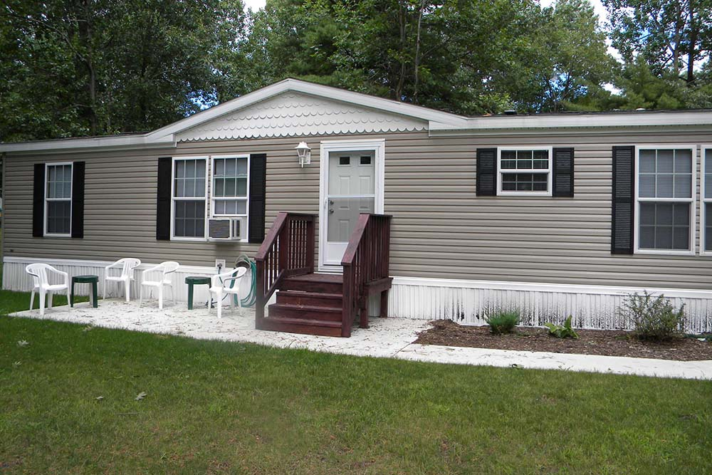 Manufactured Home with brown steps