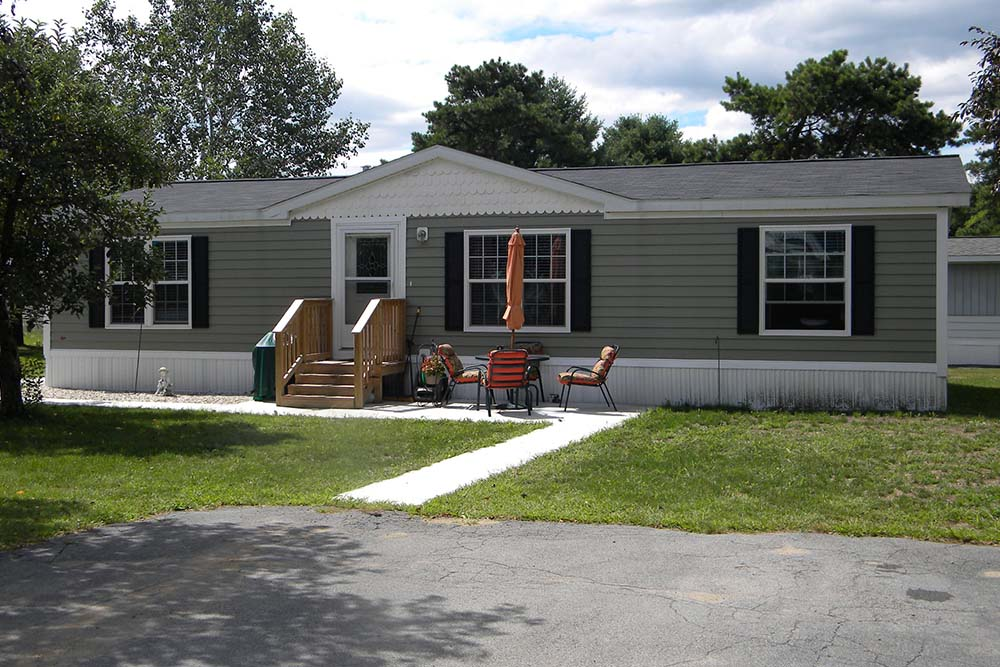 Manufactured Home with green siding