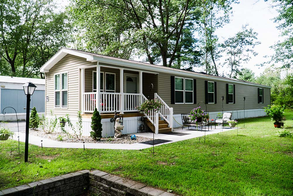 Manufactured Home with small front porch